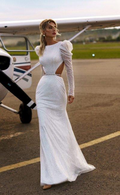 Свадебное платье с обнаженной спинкой и боками