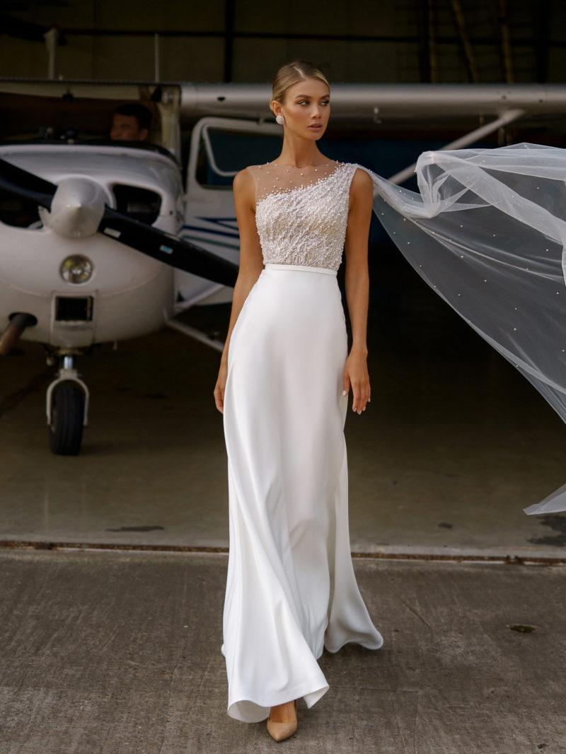 платье с асимметричной отделкой