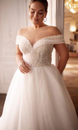 Свадебное платье с эффектным шлейфом