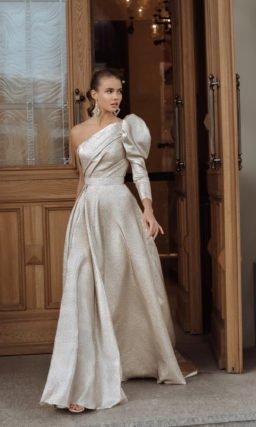 Свадебное платье из металлизированной ткани