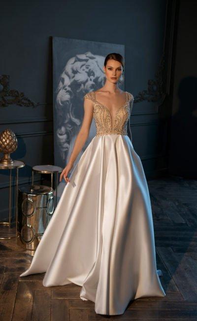 Cвадебное платье с роскошно декорированным лифом