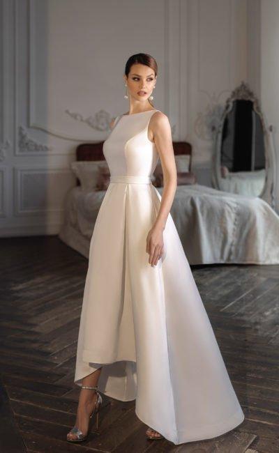 Свадебное платье с А-образной юбкой-маллет