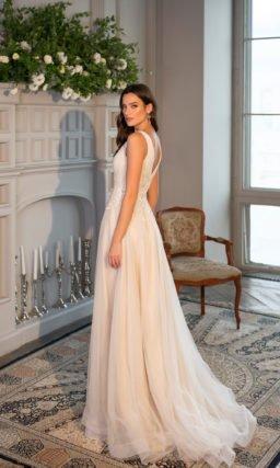 Свадебное платье с плотной подкладкой