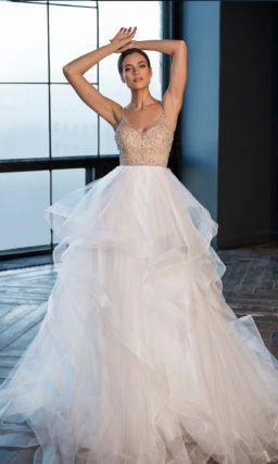 Пышное свадебное платье с атласной подкладкой