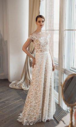 Свадебное платье прямого силуэта с бежевой подкладкой