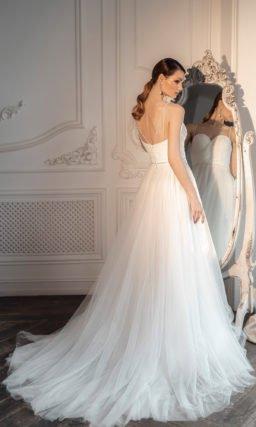 Свадебное платье А-силуэта с многослойной фатиновой юбкой