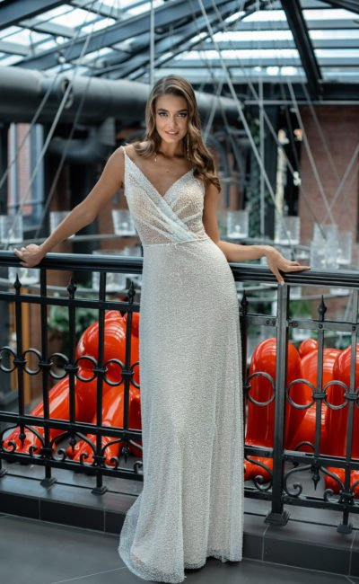 Свадебное платье платье прямого силуэта с лаконичным кроем