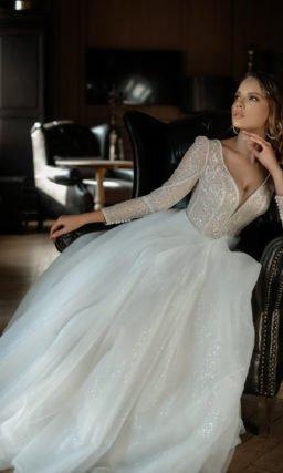 Свадебное платье с расколотым корсетным лифом