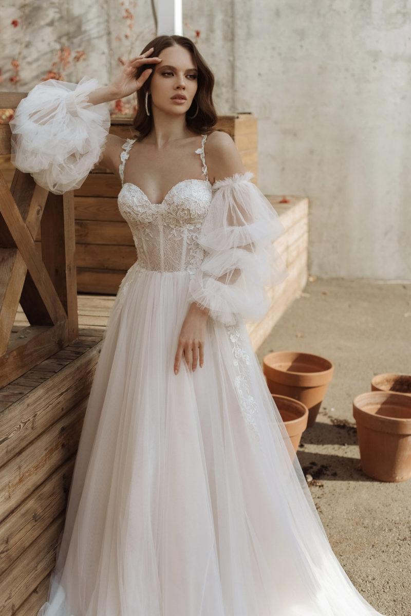Свадебное платье А-силуэта цвета айвори
