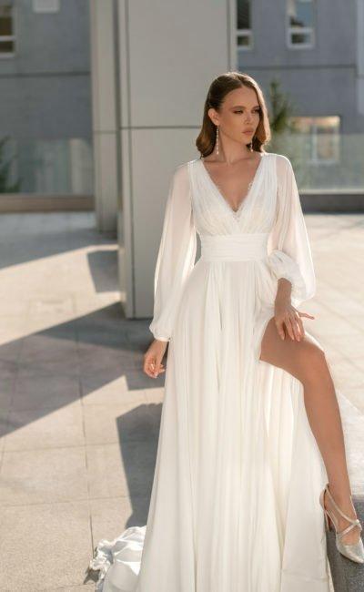 Свадебное платье с роскошным длинным шлейфом