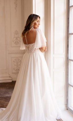 Свадебное платье с пикантным высоким разрезом