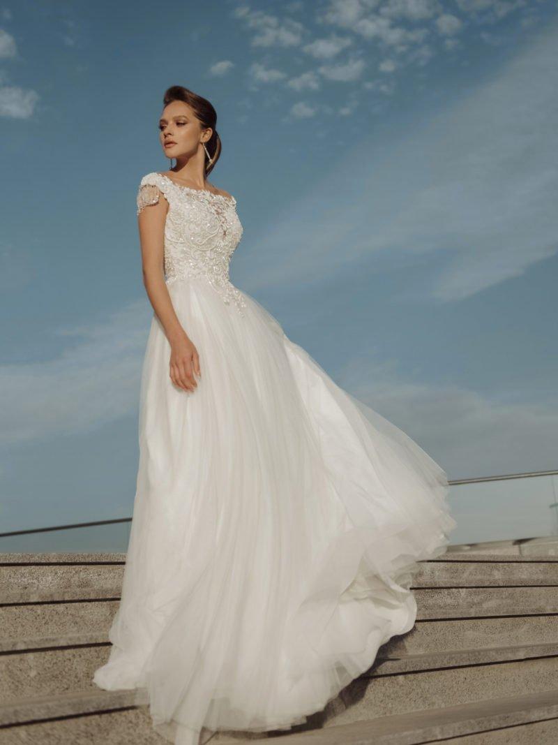 Свадебное платье с фактурными кружевными узорами