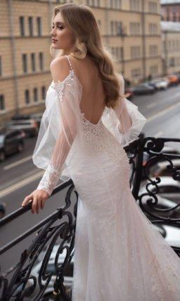 Платье рыбка с широким воздушным рукавом