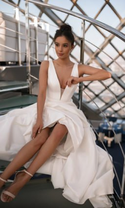 Атласное свадебное платье А-силуэта
