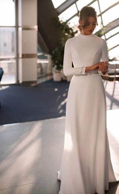 Свадебное платье с длинными узкими рукавами