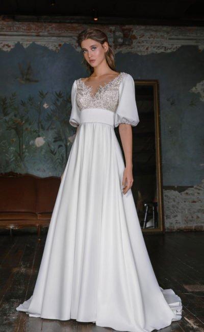 Свадебное платье из атласной материи