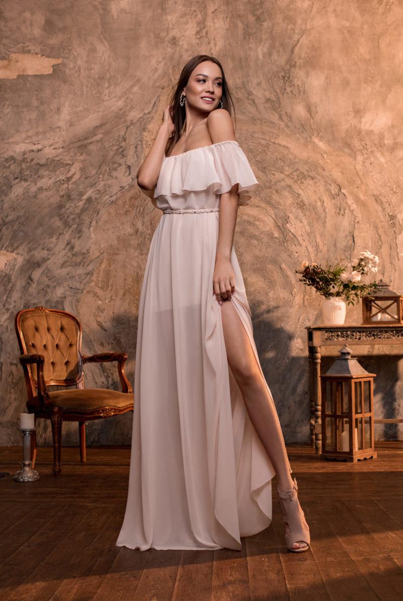 Недорогое платье пудрового цвета
