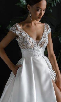Свадебное блестящее платье из атласа