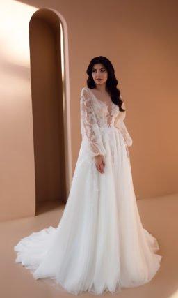 Свадебное платье с нежным декором