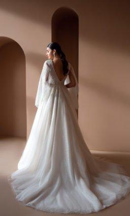 Свадебное платье с V-образным вырезом