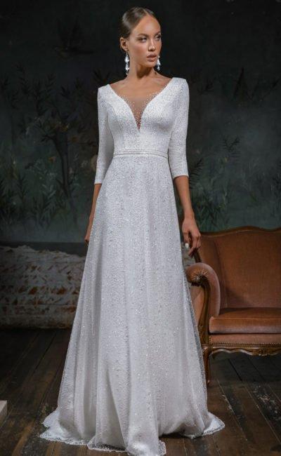 Свадебное платье с декольтированной спинкой