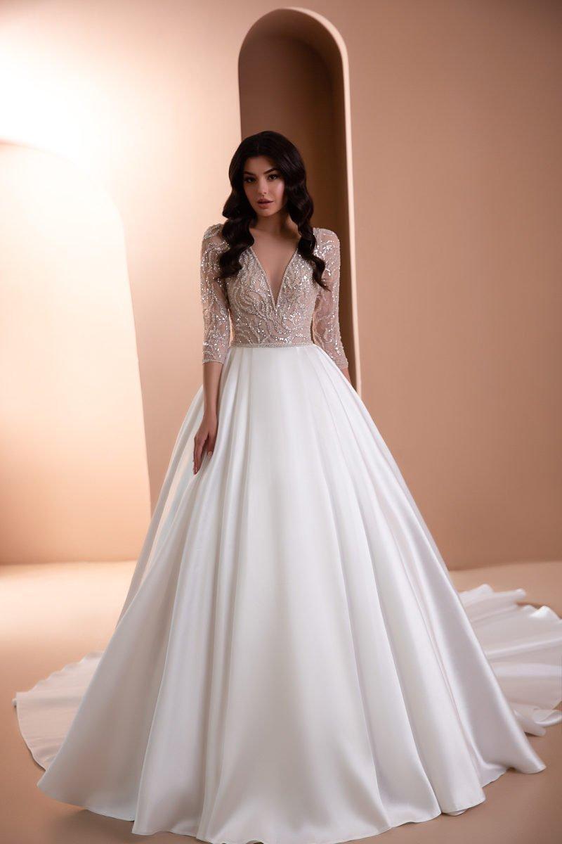 Пышное платье с расшитым верхом