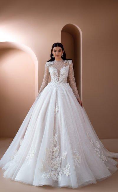 Пышное платье с длинными рукавами в сеточку