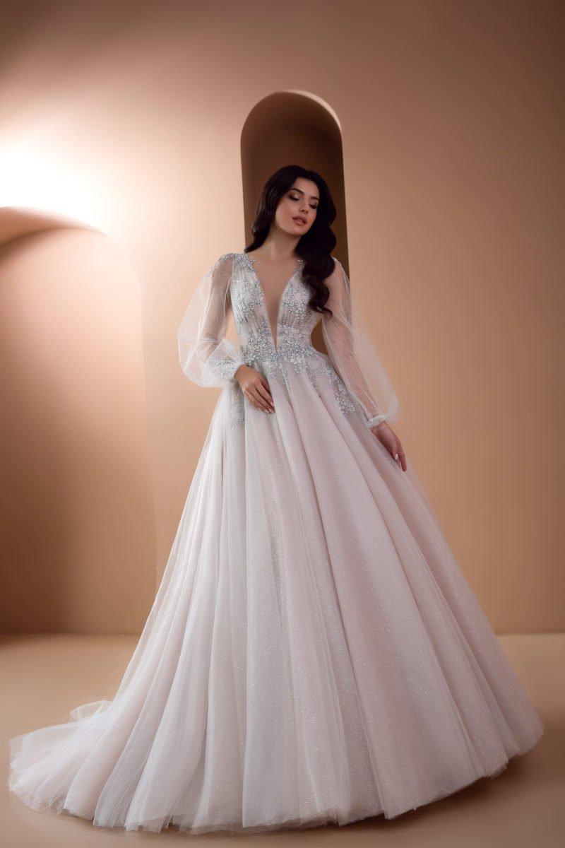 Пышное свадебное платье с широкими рукавами