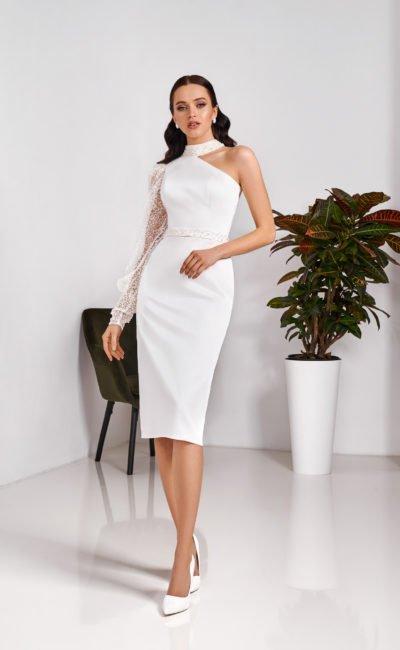 Свадебное платье-футляр с асимметричным верхом