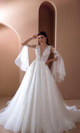 Пышное платье с дизайнерскими рукавами