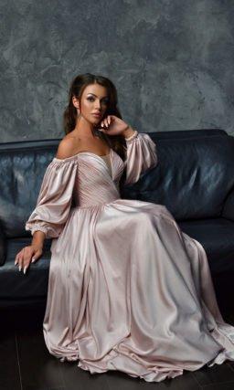 Вечернее платье с приталенным силуэтом