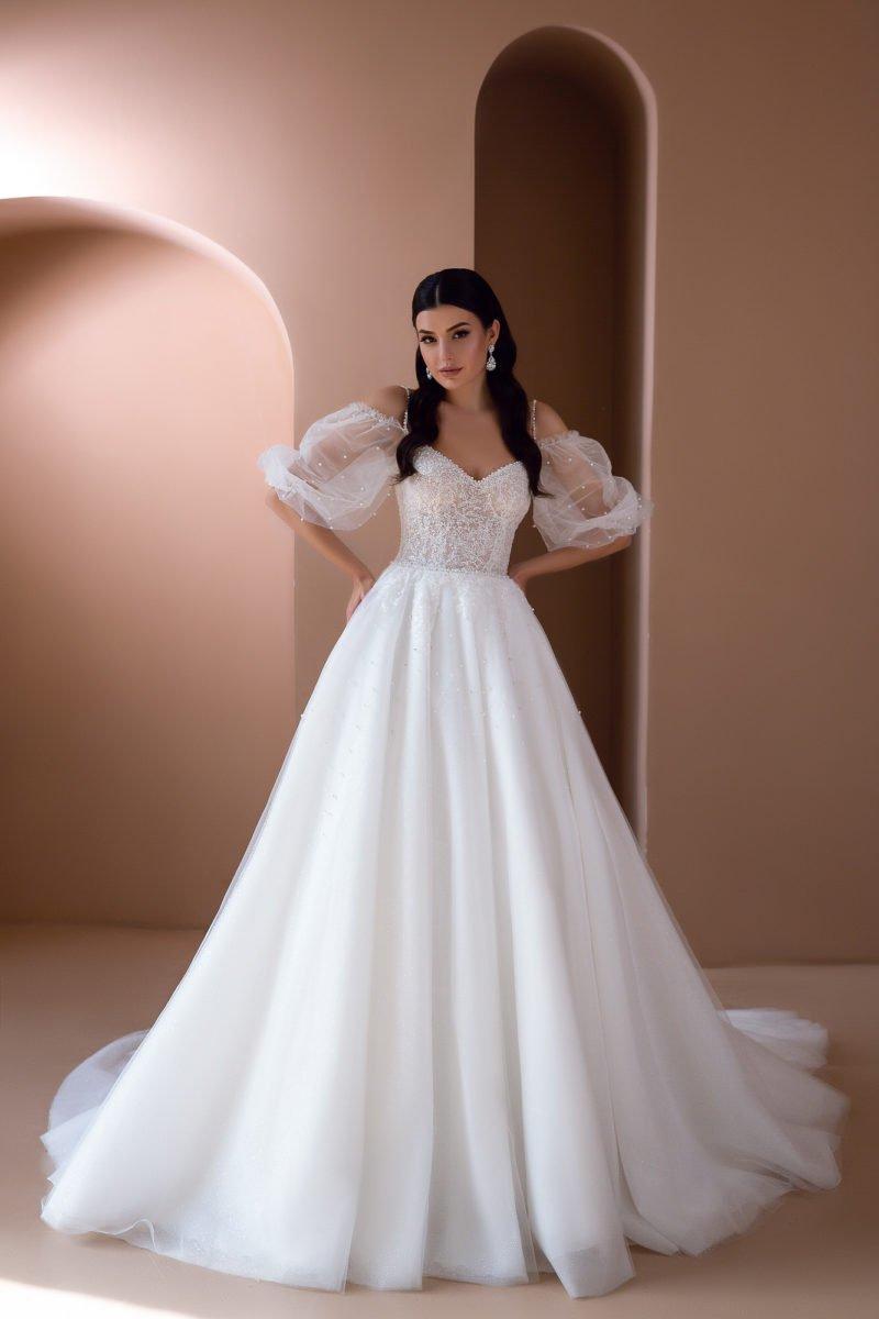 Пышное платье с легким воздушным рукавом