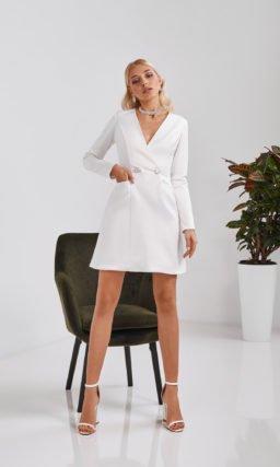 Короткое белое платье-пиджак