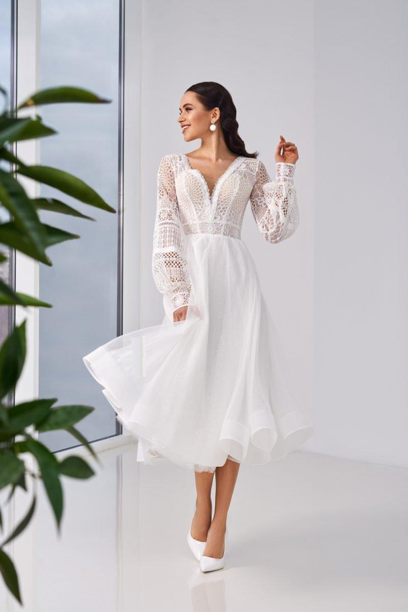 Свадебное платье с вязаным рукавом