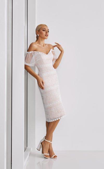 Короткое узкое платье миди