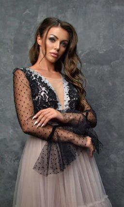 Вечернее платье с черными акцентами