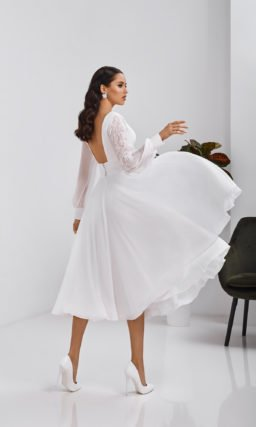 Белое короткое скромное платье
