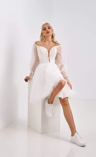 Свадебное молодежное платье с длинными рукавами