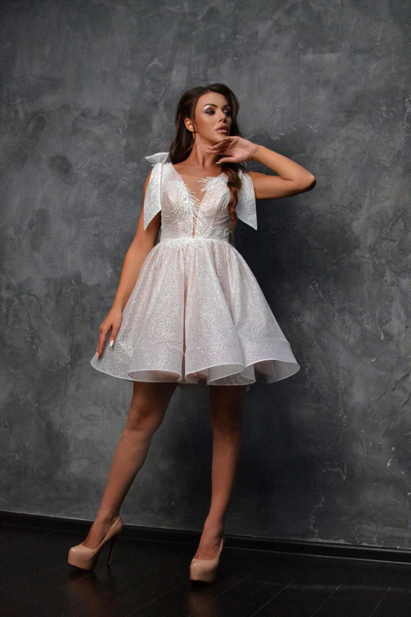 Вечернее платье с мерцающим напылением