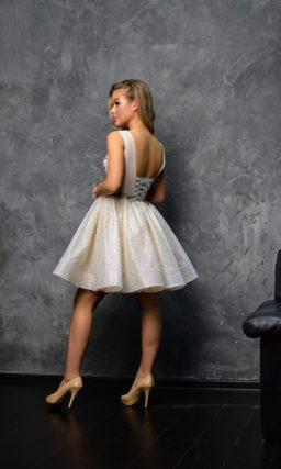 Вечернее платье усыпанное мелкими мерцающими пайетками