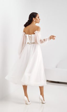 Короткое платье с легким рукавом