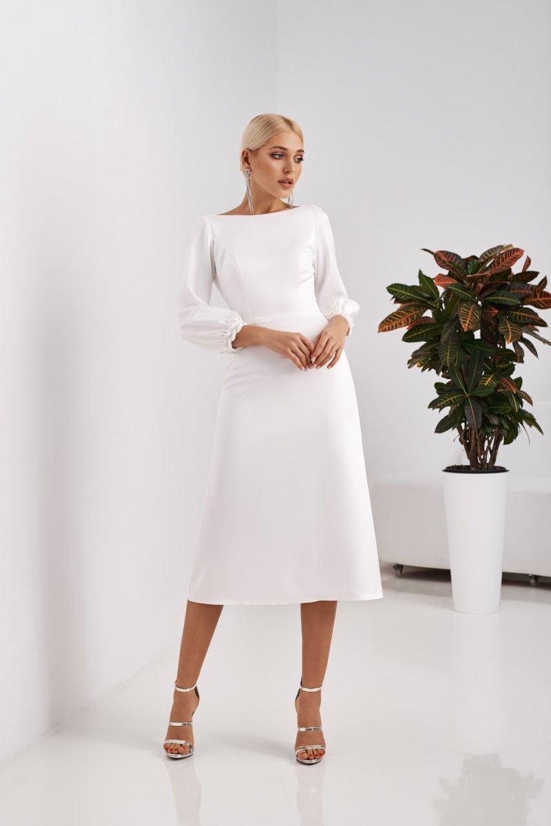 Свадебное простое платье прямого кроя