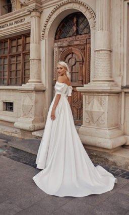 Открытое свадебное платье с поясом