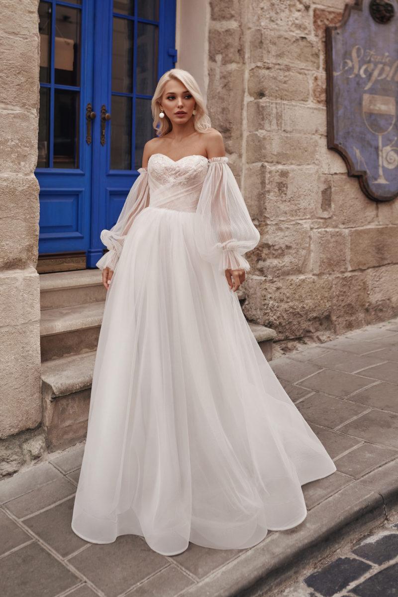 Платье с пышными рукавами фонариком