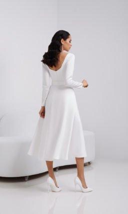 Короткое лаконичное белое платье