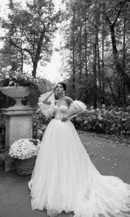 Пышное свадебное платье в оттенке айвори
