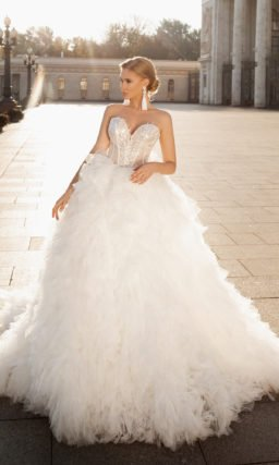 платье с роскошной объемной юбкой