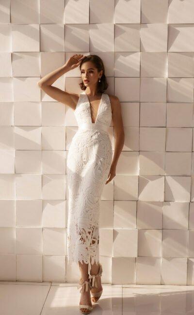 Короткое платье с высокой талией на лето