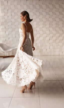 Короткое свадебное платье чайной длины