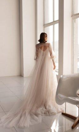 Свадебное платье с рукавом-накидкой